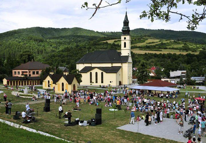V slnkom zaliatej Ľutine sa stretli pracovníci slovenských charít