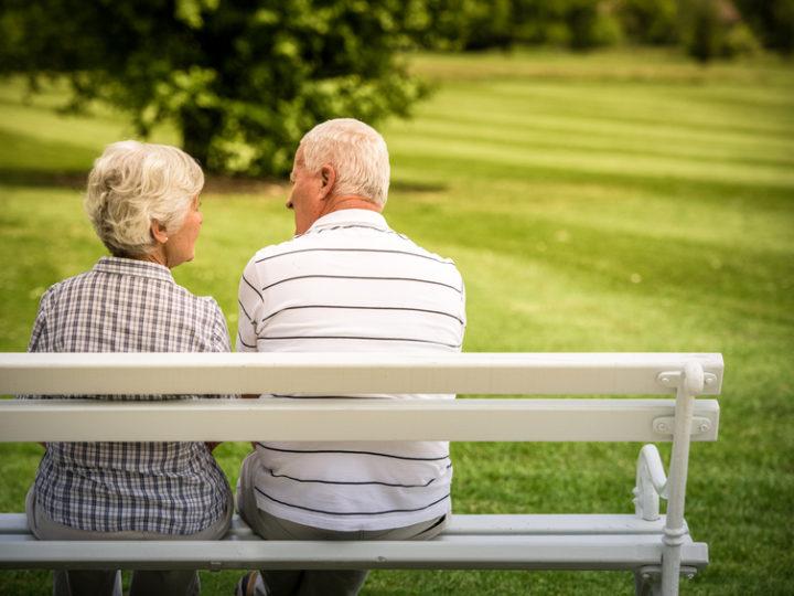 Chráňte seniorov pred podvodníkmi