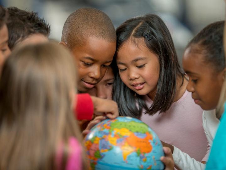 Deti utečencov v Jordánsku a v Libanone sa vďaka charite budú môcť učiť
