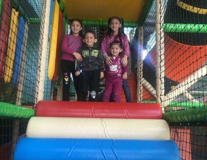 Deň plný zábavy detičiek z núdzového bývania v Alexparku